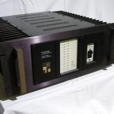 当時の同社製パワーアンプのスレテオ(2ch)トップモデルです。