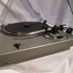 Technics SL-1700 semi-automatic record player