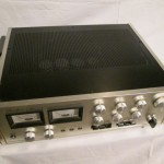 Accuphase E-202 integrated stereo amplifier
