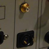 RCA 接続時のジャンパーも付属しています。