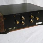 背面部です。RCA の入力/出力が各1系統装備されています。