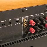 入力は RCA とスピーカー入力が選べます。