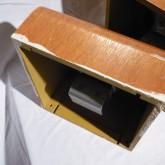 塗料はこの固体が以前使われていた場所の周辺部の塗装の際についたものと推測されます。