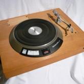 ダブルアームに拡張可能なレコードプレーヤーです。
