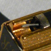 針先の拡大写真です。使用100~120時間ほどと推定されます。