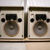 JBL 4300 シリーズはこのモデルから始まりました。