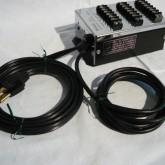 電源ケーブルと専用コントロール信号用ケーブルが出ています。