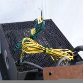 各種入出力ケーブル類は着脱できません。