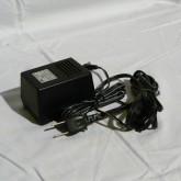 専用ACアダプターが付属します。これも日本製です。