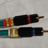 RCA プラグはシャークワイア製コレクトチャック式です。