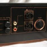 出力は2系統(RCA/sigma)です。