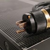 純銀製コンタクトのコネクターです。コンタクト部は使用感・経年酸化があります。