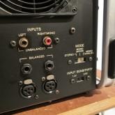 入力は3系統 RCA / phone / XLR から選択可能です。