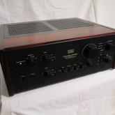 [907]は同社製プリメインアンプ上位モデルとして人気です。