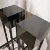 製品上部には木製+化粧板と思われる設置台が追加されています。