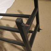 フレーム底部は金属製ピンスパイクが取り付けられるようになっています。