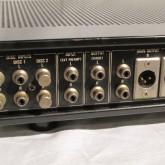 入力は phono 2系統のほか、外部プリアンプ入力が装備されています。