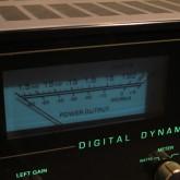 VUメーターバックランプは LRch 共に点灯しない状態です。