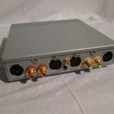 入出力ともに XLR/RCA コネクター対応です。