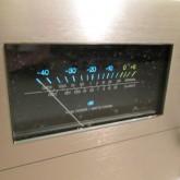 VUメーター内部には汚れがありますが、分解清掃できないため現状にてご了承ください。