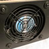 空冷用ファンは静音タイプに交換されています。