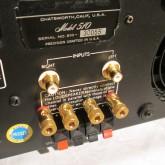 入力端子がRCAに変更、スピーカー出力も高信頼タイプに変更されています。