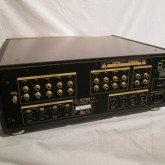 充実した入出力端子を装備。RCA/XLR に対応します。
