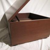 カバーは開けた状態で支柱で支えることができます。