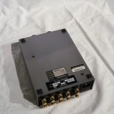 製品底部の写真です。ラバー製のインシュレーターが付いていますが、市販品利用で面白いように音色が変わります。