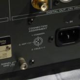 XLR 端子 (ARS-EBU) は3-hot です。接続する機器のピンアサインメントをご確認ください。