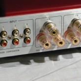 入力は3系統ともにラインレベルです。SP output は [6Ω以下 8Ω以上] で接続端子を変えて使用します。