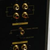 MM/MC はそれぞれの入力端子をもって対応します。同時使用はできません。入出力ともに RCA です。