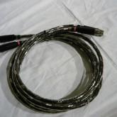 しっかりと重量感ある造りです。ケーブルの柔軟性も確保されています。