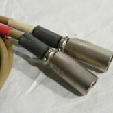 XLR プラグは ITT 製が採用されています。