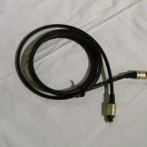 写真のEIAJ(TOS) ケーブルが付属しています。このケーブルは社外品です。