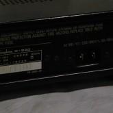 着脱式の電源ケーブルですが、最近多い IEC320 規格ではなくコンセント形状です。
