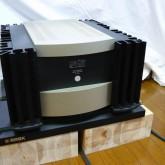 mark levinson  デュアルモノラル・パワーアンプです。逞しいドライブ力と緻密な表現を兼ね備えています。オーディオボード・ベースなどは付属しておりません。