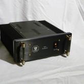 W280 H135 D330(mm) 、非常にコンパクトな筐体です。class-A 40w+40w を出力します。