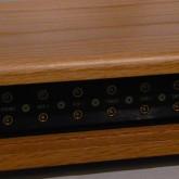 入出力端子は LEMO が採用されています。RCA/XLR プラグは LEMO に変換して接続します。