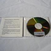 ソフトは CD-R ですが、一枚一枚シリアルナンバー管理されています。
