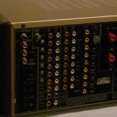 入出力端子は analog / degital 共に多彩です。