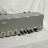入力は RCA × 3、rec out × 1、電源ON/OFFスイッチが背面に付いています。