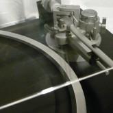 ダストカバーには [回転数インジケーター] の角と多少こすれた痕があります。