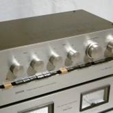 プリアンプは PRA-1001 です。電源スイッチのパイロットランプが点灯しない以外、製品は良好な状態が保たれています。