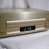 パイオニアのHD(analog)対応レーザーディスクプレーヤーです。LDP最終モデル、ソフトをお持ちの方に朗報です。