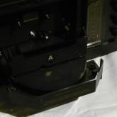 オートリバース機構はテープヘッドが回転するのではなく、テープが回転する独自のものです。