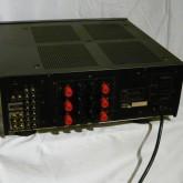 スピーカー出力が3系統 ( DIRECT / A / B ) 装備されているのが特徴的です。