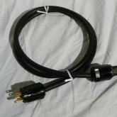 現在もインターネット通信販売で販売されている AC cable です。
