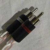 RCA プラグ部分の写真です。Ultratike プラグ採用です。