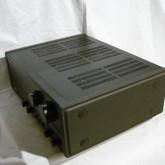 ダイキャスト製サイドパネルを装備、振動対策へのこだわりが見受けられます。